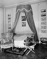0226162 © Granger - Historical Picture ArchiveDESIGN.   German Empire Free State Prussia - Brandenburg Provinz (Province) - Berlin: Bedroom - bed with a canopy made of hindi - Photographer: Zander & Labisch - Published by: 'Die Dame' 25/1927 Vintage property of ullstein bild.