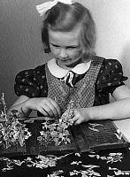 0226463 © Granger - Historical Picture ArchivePEOPLE.   German Empire Free State Prussia Brandenburg Province Berlin: Girl makes a flower bed with wood, boxboard and paste - Photographer: Peter Weller - Published by: 'Das Blatt der Hausfrau' 06/1940 Vintage property of ullstein bild.
