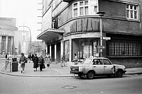 0226858 © Granger - Historical Picture ArchivePEOPLE.   GDR, East Berlin, Mitte - Parking car (Wartburg) in front of the movie theater Kino Babylon at the corner of Rosa-Luxemburg-Strasse and Hirtonstrasse in the Scheunenviertel (i.e. barn quarter), in the background the Volksbuehne - 1986.