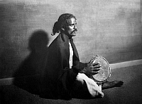 0226978 © Granger - Historical Picture ArchivePEOPLE.   Musician with a frame drum, South India - Photographer: Nini & Carry Hess - Published by: 'Der Querschnitt' 10/1926 Vintage property of ullstein bild.