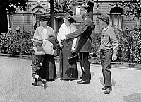 0227410 © Granger - Historical Picture ArchivePEOPLE.   German Empire Free State Prussia Brandenburg Province Berlin: series: a policeman giving two woman and thier childrren informations - Photographer: Frankl - 1914.