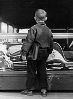 0228493 © Granger - Historical Picture ArchivePEOPLE.   Germany, West Berlin, funfair attractions: little boy standing next to the bumper car - Photographer: Gert Kreutschmann - 1956 Vintage property of ullstein bild.