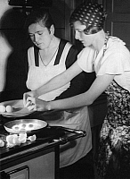 0228600 © Granger - Historical Picture ArchivePEOPLE.   Series: 'Carp roulade': woman preparing fried eggs - Photographer: Yva - Published in Uhu 12/1932 Vintage property of ullstein bild.