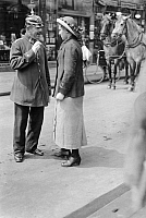 0229561 © Granger - Historical Picture ArchivePEOPLE.   German Empire Kingdom Prussia Brandenburg Province Berlin: series: the policeman giving a woman informations - Photographer: Frankl - 1914 Vintage property of ullstein bild.