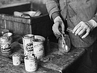 0230761 © Granger - Historical Picture ArchivePEOPLE.   Feed for hummingbirds: zoo keeper is mixing honey, milk and flour - Photographer: Reinke / Dephot - Published by: 'Koralle' 21/1934 Vintage property of ullstein bild.