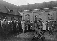 0231069 © Granger - Historical Picture ArchivePEOPLE.   German Empire Free State Prussia Brandenburg Province Berlin: police, Security: demonstration, exercise: making an attacker helpless by jiujitsu - Photographer: Frankl - Published by: 'Zeitbilder' 45/1919 Vintage property of ullstein bild.