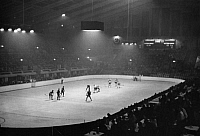 0231716 © Granger - Historical Picture ArchivePEOPLE.   Great Britain England London: Play of the canadian ice hockey team in the ' Ice palace ' of the Wembley Sports Arena - Photographer: Lothar Ruebelt - Published by: 'Die Dame' 03/1936 Vintage property of ullstein bild.