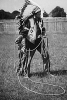 0231943 © Granger - Historical Picture ArchivePEOPLE.   Amerindian with a lasso - Photographer: Atelier Balasz - Published by: 'Der heitere Fridolin' 24/1926 Vintage property of ullstein bild.
