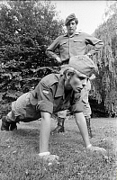 0233881 © Granger - Historical Picture ArchiveMILITARY.   Germany: Female soldier of the German Federal Defence Force making pushups while her supervisor is keeping tabs on her - 01.09.1983 No-commercial-use!.