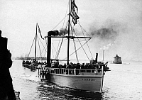 0235467 © Granger - Historical Picture ArchiveTRANSPORTATION.   Naval Parade of the Hudson Fulton Celebration in New York, the replica of Robert Fulton's First Steamship - probably 25.09.1909 Vintage property of ullstein bild.