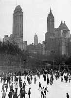 0236058 © Granger - Historical Picture ArchiveGEOGRAPHY.   USA, New York. Ice scating at Central Park. December 1960.