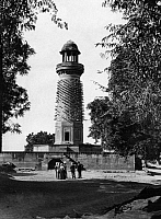 0236328 © Granger - Historical Picture ArchiveGEOGRAPHY.   India, Uttar Pradesh, Fatehpur Sikri: The Hiran Minar, or Elephant Tower, is a circular tower covered with stone projections in the form of elephant tusks, it was thought to have been erected as a memorial to the Emperor Akbar's favourite elephant - Published by: 'Berliner Illustrirte Zeitung' 39/1907 Vintage property of ullstein bild.