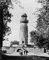 0236697 © Granger - Historical Picture ArchiveGEOGRAPHY.   India, Uttar Pradesh, Fatehpur Sikri: The Hiran Minar, or Elephant Tower, is a circular tower covered with stone projections in the form of elephant tusks, it was thought to have been erected as a memorial to the Emperor Akbar's favourite elephant - Published by: 'Berliner Illustrirte Zeitung' 39/1907 Vintage property of ullstein bild.
