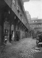 0237637 © Granger - Historical Picture ArchiveGEOGRAPHY.   German Empire Kingdom Prussia - Brandenburg Provinz (Province) - Berlin: Berlin, Old town, Am Kroegel, Inner courtyard, Stralauer Strasse 33 - Photographer: Wilhelm Fuchs - - undated Vintage property of ullstein bild.