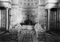 0238922 © Granger - Historical Picture ArchiveGEOGRAPHY.   - Hannover Provinz (Province) - Hannover Hanover: Herrenhausen Castle: the mausoleum with the sarcophaguses of Ernest Augustus I, King of Hanover, and his wife Frederica of Mecklenburg-Strelitz - 1899 Vintage property of ullstein bild.