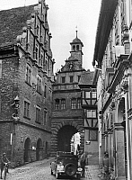 0239664 © Granger - Historical Picture ArchiveGEOGRAPHY.   Germany, Bavaria Lower Franconia, Marktbreit: city gate Maintor in the Old town, to the left: the town hall, date unknown, around 1940, photo by Kessler.