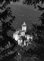 0240393 © Granger - Historical Picture ArchiveGEOGRAPHY.   Italy Trentino-Alto Adige (South Tyrol) (1919-) Waidbruck: Castel Forte 'Trostburg' in the Eisack Valley 'Eisacktal' - Photographer: Max Ehlert - 1937 Vintage property of ullstein bild.
