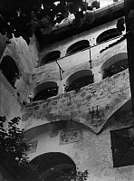 0240404 © Granger - Historical Picture ArchiveGEOGRAPHY.   Italy Trentino-Alto Adige (South Tyrol) (1919-) Waidbruck: courtyard in the Castel Forte 'Trostburg' - Photographer: Max Ehlert - Published by: 'Die Dame' 23/1937 Vintage property of ullstein bild.