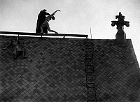 0241225 © Granger - Historical Picture ArchiveFILM.   METROPOLIS. German movie by Fritz Lang, 1925/1926 - film still: fight between Freder Fredersen (Gustav Froehlich, r.) and the inventor Rotwang (Rudolf Klein-Rogge) on the roof of the cathedral, while Maria sticks to the roof ridge.