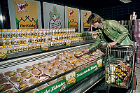 0242295 © Granger - Historical Picture ArchiveECONOMY.   Germany, woman buying chicken from the producer 'Drei Giebel' in a super market, date unknown, probably 1970ies.