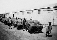 0242694 © Granger - Historical Picture ArchiveECONOMY.   China: chinese workers loading cotton bales - undated, probably around 1910 - Photographer: Haeckel Vintage property of ullstein bild.