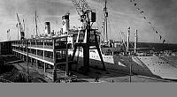 0242872 © Granger - Historical Picture ArchiveECONOMY.   Germany - Lower Saxony - Cuxhaven: Pier Steubenhoeft with the passenger liner Italia - 17.05.1954.