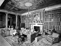 0242985 © Granger - Historical Picture ArchiveLEISURE.   The dollhouse of Queen Mary II of England. The library. - Photographer: Topical Press Agency - Published by: 'Der heitere Fridolin' 21/1924 Vintage property of ullstein bild.