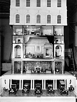 0243265 © Granger - Historical Picture ArchiveLEISURE.   The dollhouse of Queen Mary II of England. - Photographer: Topical Press Agency - Published by: 'Der heitere Fridolin' 21/1924 Vintage property of ullstein bild.