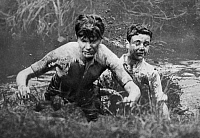 0243608 © Granger - Historical Picture ArchiveLEISURE.   Great Britain England: young man sloshing through mud during a cross-country match - Photographer: Willi Ruge - Published by: 'Der heitere Fridolin' 17/1925 Vintage property of ullstein bild.