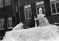 0243708 © Granger - Historical Picture ArchiveLEISURE.   German Empire Kingdom Prussia - Westfalen Provinz (Westphalia province) - Andreasberg Forester, dog and wild pig made of snow. - Photographer: Paul Reinicke - Published by: 'Die Praktische Berlinerin' 3/1908 Vintage property of ullstein bild.