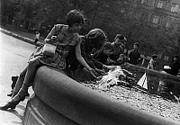 0243843 © Granger - Historical Picture ArchiveLEISURE.   Germany children playing at the Herkules fountain on Luetzowplatz in Berlin, date unknown, probably 1930, published in Tempo 16.05.1930, photo by Georg Fuchs.