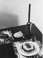 0243918 © Granger - Historical Picture ArchiveCELEBRATION.   well-laid table with 'Strammer Max' (brown bread with ham and fried egg) - Photographer: Elli Marcus - 1933 Vintage property of ullstein bild.