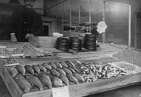 0243924 © Granger - Historical Picture ArchiveCELEBRATION.   Belgium - Bruessels Fishmonger sell his fish at the market. - Photographer: - 1924 Vintage property of ullstein bild.