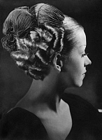 0244725 © Granger - Historical Picture ArchiveFASHION.   German Empire : Hairstyle: hairstyle with locks and feathers hair design: Weight - Photographer: Tita Binz - Published by: 'Berliner Illustrirte Zeitung' 48/1935 Vintage property of ullstein bild.