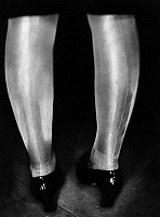 0244779 © Granger - Historical Picture ArchiveFASHION.   Flemming, Sybill Actress , Germany her legs in fully-fashioned stockings Published in Uhu 4/1929 Photographer: Peter Weller.