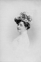 0244818 © Granger - Historical Picture ArchiveFASHION.   Beauty in ancient times: Miss. Doos with summer hat - Photographer: Anna Froehlich - 05.02.1902 Vintage property of ullstein bild.