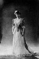 0244840 © Granger - Historical Picture ArchiveFASHION.   Miss Siding from the Berlin Theater Metropol-Theater wearing a frock in the louis-quinze style made from white chiffon with lace decorated blue jacket - undated Vintage property of ullstein bild.