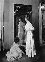 0244929 © Granger - Historical Picture ArchiveFASHION.   Processing Ullstein - patterns: fitting in front of a mirror - Photographer: Zander & Labisch - Published by: 'Die Praktische Berlinerin' 04/1907 Vintage property of ullstein bild.