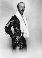 0245045 © Granger - Historical Picture ArchiveFASHION.   actor Ramsay Hill wearing a tight-fitting silken robe photo by Wolff Freiherr von Gudenberg.