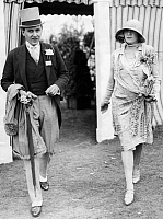 0245250 © Granger - Historical Picture ArchiveFASHION.   United Kingdom - England: Mr. and Mrs. Fairhurst on the ocassion of a sports event, Mr. Fairhurst wearing frock coat and grey top-hat - Photographer: Wide World Photos - Published by: 'Berliner Illustrirte Zeitung' 24/1927 Vintage property of ullstein bild.