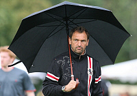 0260881 © Granger - Historical Picture ArchiveCLAUS WOLLITZ.   Wollitz, Claus-Dieter - Soccer, Coach, FC Energie Cottbus, Germany - holding an umbrella - 10.07.2009. contrastphoto - ullstein bild / Granger, NYC -- All rights r