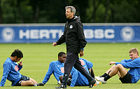 0261141 © Granger - Historical Picture ArchiveLUCIEN FAVRE .   Lucien Favre - coach, Hertha BSC Berlin, Schwitzerland: during training session with players - 25.07.2007 *** Local Caption *** 00923372. contrast/Pollack - ullstein bild / Granger, NYC -- All rights reserved.