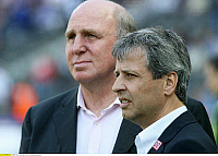 0261261 © Granger - Historical Picture ArchiveLUCIEN FAVRE .   Lucien Favre - Coach, Hertha BSC Berlin, Switzerland - with manager Dieter Hoeness (back) - 22.09.2007 *** Local Caption *** 00948710. contrast/Pollack - ullstein bild / Granger, NYC -- All rights reserved.