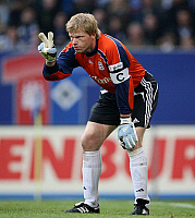 0261550 © Granger - Historical Picture ArchiveOLIVER KAHN .   Oliver Kahn - Goalkeeper, FC Bayern Munich, Germany - showing the victory-sign - 02.09.2007 *** Local Caption *** 00935785. Pressefoto Ulmer - ullstein bild / Granger, NYC -- All Rights Reserved.