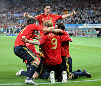 0261655 © Granger - Historical Picture ArchiveAUSTRIA .   Austria - Wien Vienna: UEFA EURO 2008 - Final, Germany v Spain 0:1 - Spanish players celebrating after the decisive goal by Fernando Torres (front, kneeling on the pitch) - 29.06.2008 Not-available-in-Italy-Austria-Switzerland-Netherlands! *** Local Caption *** 00992755. Pressefoto Ulmer - ullstein bild / Granger, NYC -- All rights reserved.
