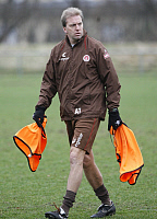 0261754 © Granger - Historical Picture ArchiveANDRE TRULSEN.   Trulsen, Andre - Soccer, Assistant Coach, FC St. Pauli, Germany - with warm-up bibs during training session - 28.01.2008 No-commercial-use! Not-available-for-Axel-Springer! *** Local Caption *** 01025538. Public Address - ullstein bild / Granger, NYC -- All rights reserved.