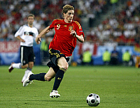 0261798 © Granger - Historical Picture ArchiveAUSTRIA .   Austria - Wien Vienna: UEFA EURO 2008 - Final, Germany v Spain 0:1 - Fernando Torres of Spain in action on the ball - 29.06.2008 No-commercial-use! Not-available-for-Axel-Springer! *** Local Caption *** 00990001. Public Address - ullstein bild / Granger, NYC -- All rights reserved.