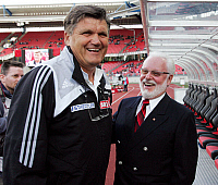 0262087 © Granger - Historical Picture ArchiveHANS MEYER .   Hans Meyer - coach, 1. FC Nuernberg, Germany: with president Michal A. Roth (r.) - 24.07.2007 *** Local Caption *** 00925092. Team 2 - ullstein bild / Granger, NYC -- All Rights Reserved.
