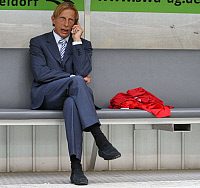 0262193 © Granger - Historical Picture ArchiveCHRISTOPH DAUM.   Daum, Christoph - Soccer, Coach, 1. FC Koeln, Germany - sitting on the substitutes' bench, using his mobile phone - 16.07.2008 *** Local Caption *** 01014676. Team 2 - ullstein bild / Granger, NYC -- All rights reserved.