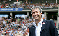 0262604 © Granger - Historical Picture ArchiveLUCIEN FAVRE .   Lucien Favre - coach, Hertha BSC Berlin, Switzerland: at the Olympic stadium - 18.08.2007 *** Local Caption *** 00926985. contrast/Behrend - ullstein bild / Granger, NYC -- All Rights Reserved.